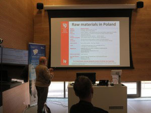 presenting raw materials deposits in Poland
